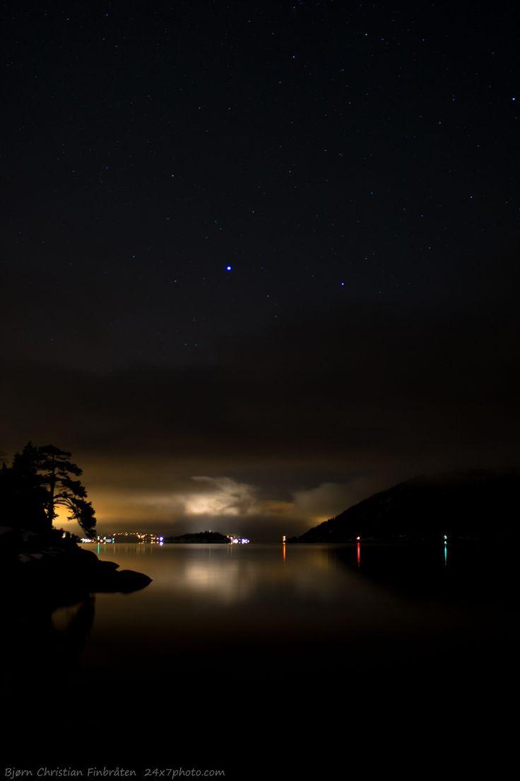 Digerudgrunnen by Bjorn Christian Finbraten on 500px 24x7photo.com, Akershus, llighthouse, Norge, Norway, Oslofjord, Oslofjorden, dark, darkness, fjord, night, reflex, sea, water, Digerudgrunnen, black, stars