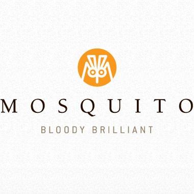 """""""Bloody Brilliant"""" is de slagzin van Mosquito. Er is hier gebruik gemaakt van een alliteratie,wat mensen zeker onthouden. Mosquito heeft voor een sterke en gewaagde woordspeling gekozen. Voor ons reclamebureau is het vooral leuk om ook een sterke slagzin te maken die gedurfd is. """"Da's boenk erop"""""""