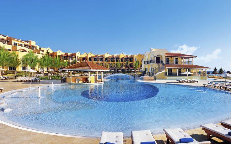 Er du ude efter en luksus voksenferie i paradisiske omgivelser skal du booke Secrets Capri i Mexico. Se mere på http://www.apollorejser.dk/rejser/nord-og-central-amerika/mexico/riviera-maya/playa-del-carmen/hoteller/secrets-capri---sommer-2014