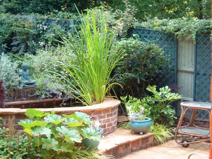 Semicircular raised pond Garden