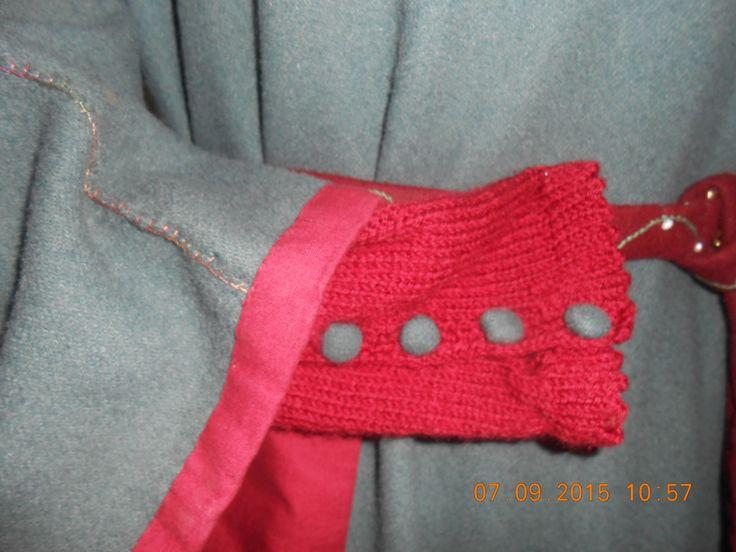 particolare manica in lana con bottoni  in tessuto interamente cucito a mano di Adele Prinicpe