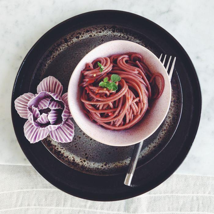 timo e basilico: Spaghetti al vino rosso {aglio olio e peperoncino in rosso}
