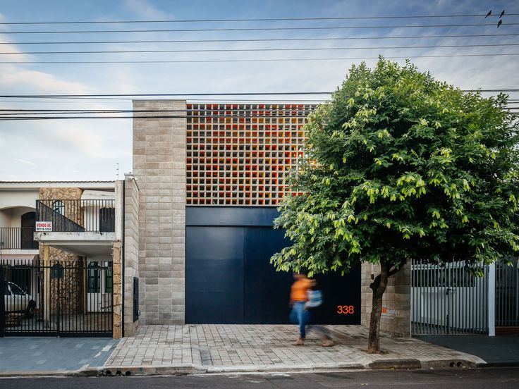 Warehouse, office & house in Presidente Prudente. Photos by Pedro Kok