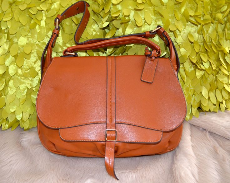 Classic Style Bag -- $98.00 + postage This is stunning bag in soft leather!  * Accepts PAYPAL PAYMENT
