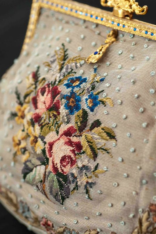 Plays With Needles - Gauze embroidery