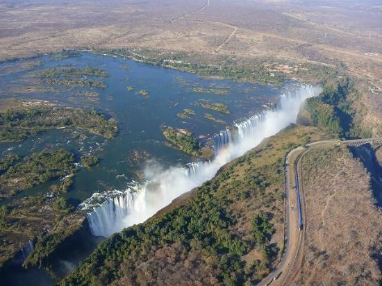 ビクトリアの滝「死ぬまでに行ってみたい、世界の名瀑 12」トリップアドバイザー