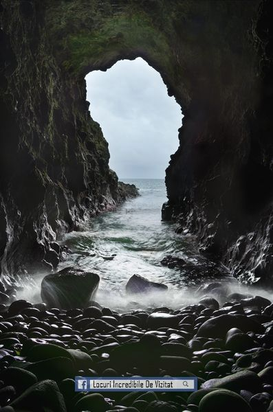 Celtic: Peștera Sirenei este o peșteră mare, care se află sub castelul Dunluce, pe coasta de nord a județului Antrim, #Irlanda.