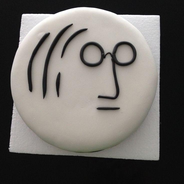 Pastel John Lennon de Zanahoria,banano y avena con crema Buttercream de Merengue Suizo y Fondant