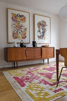 Discover the best vintage style rug decor inspiration for your next interior design project here. For more visit http://essentialhome.eu/