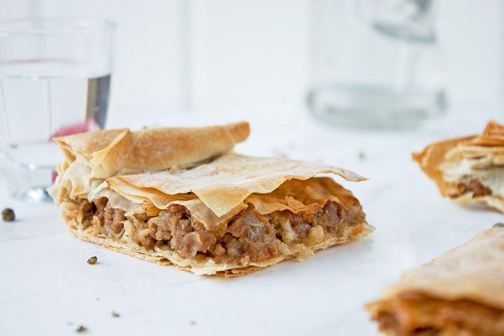 Beef mince and onion pie @eatyourselfgreek