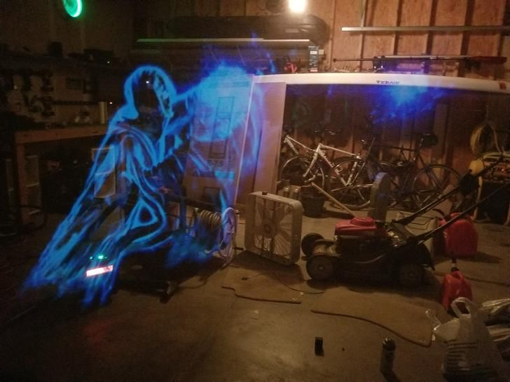 Halloween Hologram Screen DIY