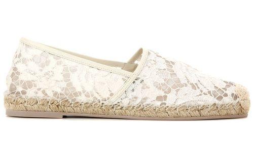 Valentino Espadrilles en dentelle http://www.vogue.fr/mariage/shopping/diaporama/espadrilles-blanches-en-dentelle-mariage-chaussures-de-mariee/33793#valentino-espadrilles-en-dentelle