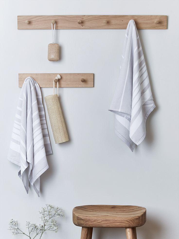£27 Carefully crafted from sustainable raw oak, our Talbot Oak range has been beautifully designed to ensure the natural characteristics of smooth surfaces and visible wood grains are a prominent and unique feature.  These sturdy peg rails have either three or six hooks to hang up your coat at the end of the day.  Two keyhole fixings on reverse for hanging