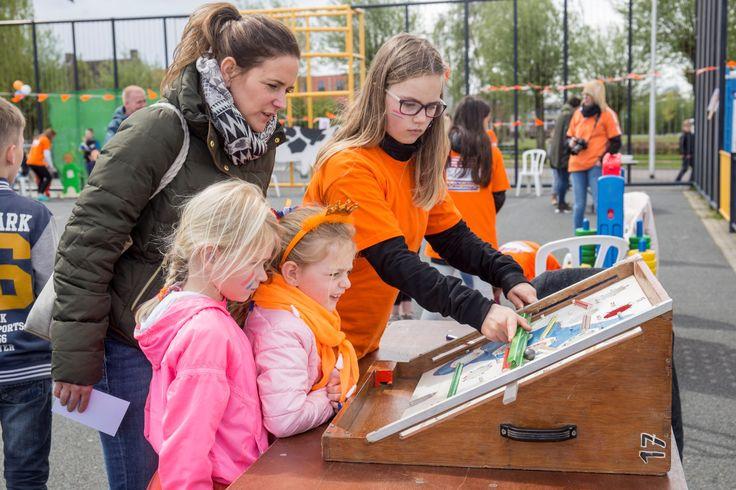 Koningsdag 27 april - Leur Kleurt Oranje in Etten-Leur-Noord.