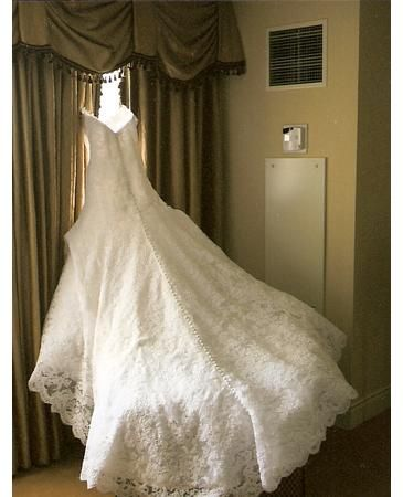 I've always adored Jessica Simpson's wedding dress from when she married Nick Lachey. The lace and beading. Timeless and totally romantic. <3
