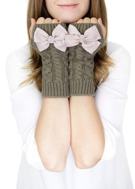 Hey, j'ai trouvé ce super article sur Etsy, chez http://www.etsy.com/fr/listing/114986859/taupe-fingerless-mittens-fingerless