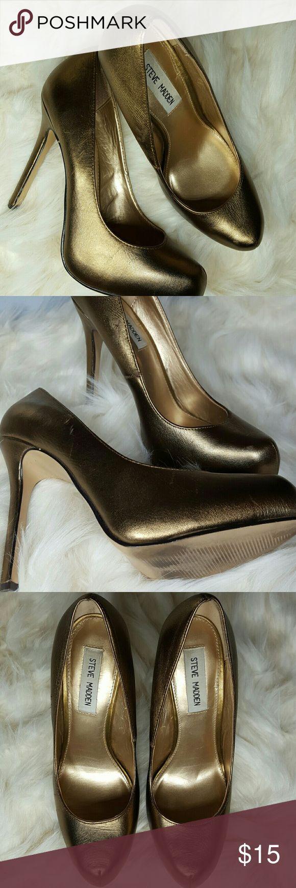 Bronze Steve Madden Heels Bronze metallic high heels by Steve Madden. Has a few dings but barely noticeable of the metallic material. Steve Madden Shoes Heels