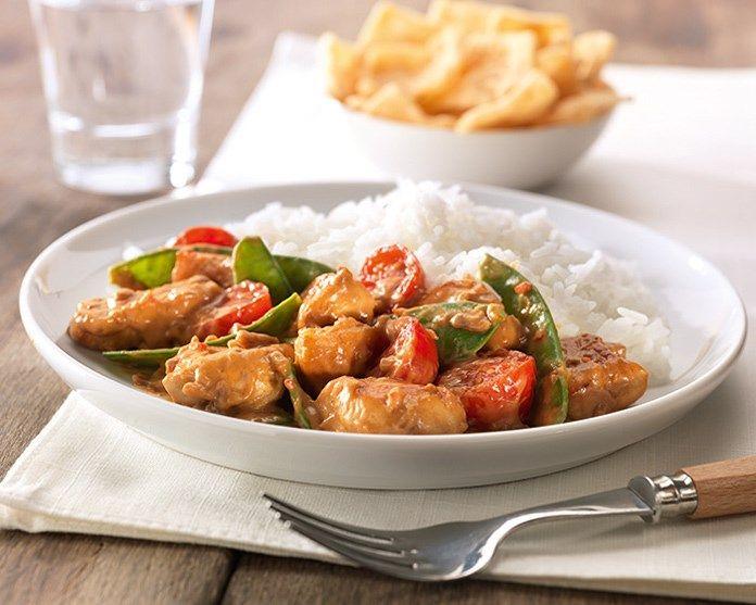 Rode Curry met kip, peultjes en cherrytomaatjes