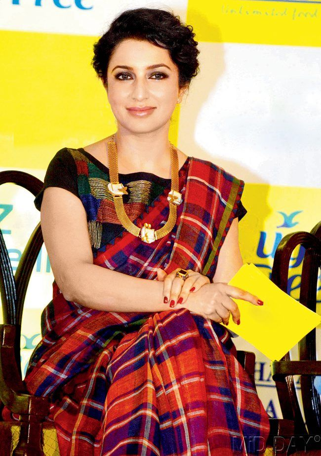 What?! Plaid saree?! Two of my favourites in one! <3