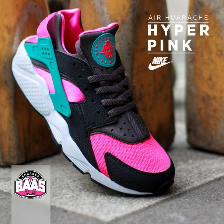 """Nike Air Huarache """"Hyper Pink""""   Now online!   http://www.sneakerbaas.nl/sneakers/air-huarache-hyper-pink.html   #SNEAKERBAAS #NIKE #HUARACHE #BAASBOVENBAAS   318429-600"""