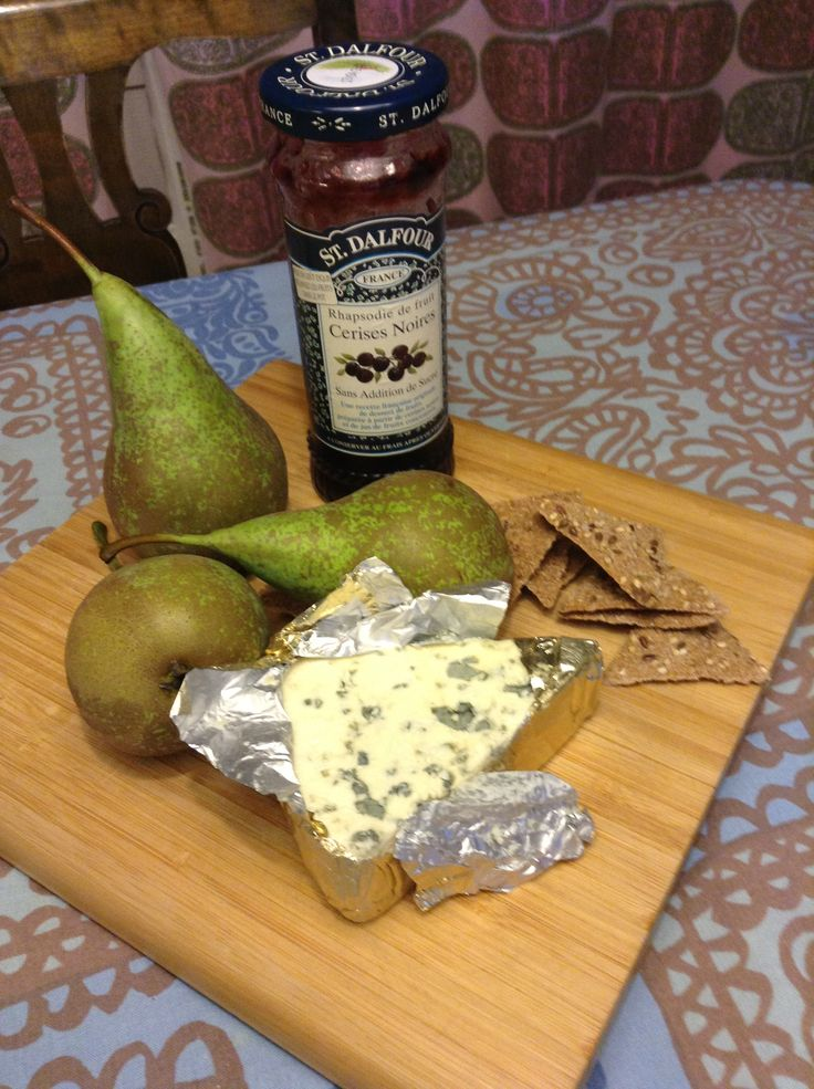 Finnish roquefort, cherry jam, rye biscuits and fresh pears