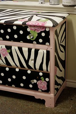 how cute is that for a little girl's room?: Idea, Girls Dressers, Furniture Decorating, Natalie S Dressers, Princesses Natalie S, Sparkle, Flowers Dressers, Girls Rooms, Diy Girls