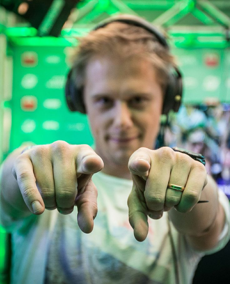 Armin Van Buuren www.revistaquantu... Love Armin? Visit trancelife.us to read our latest ASOT reviews. Love AvB? Visit http://trancelife.us to read our latest #ASOT reviews.