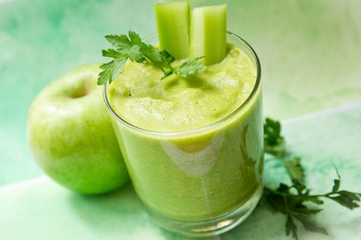 Dr. Oz's Green Drink | The Dr. Oz Show  2 cups Spinach 1/2 cucumber 1/4 head of celery 1/2 bunch parsley 1 bunch of mint 3 carrots 2 apples 1/4 orange 1/4 lime 1/4 lemon 1/4 pineapple  Combine all ingredients in a blender. Serve and enjoy!