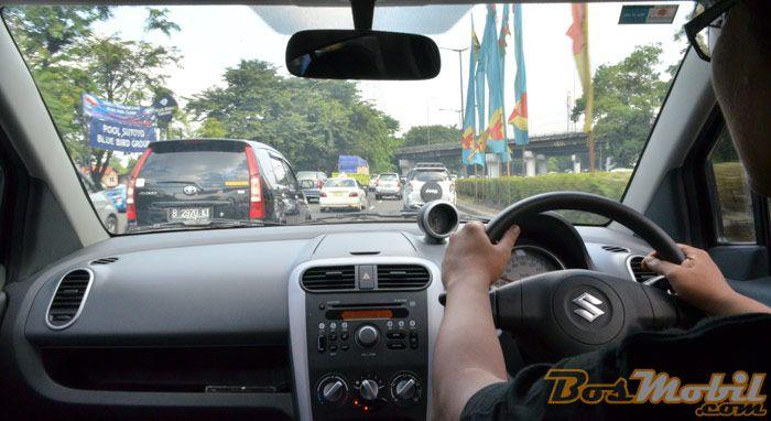 Melintasi Kerasnya Kemacetan Dengan Suzuki Splash Automatic