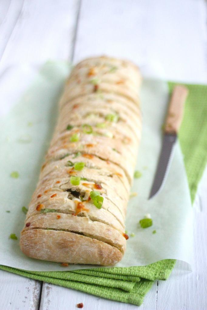 Ciabatta Snackbroodje met Mozzarella en Lente-uitjes (of gebruik kaas naar keus)