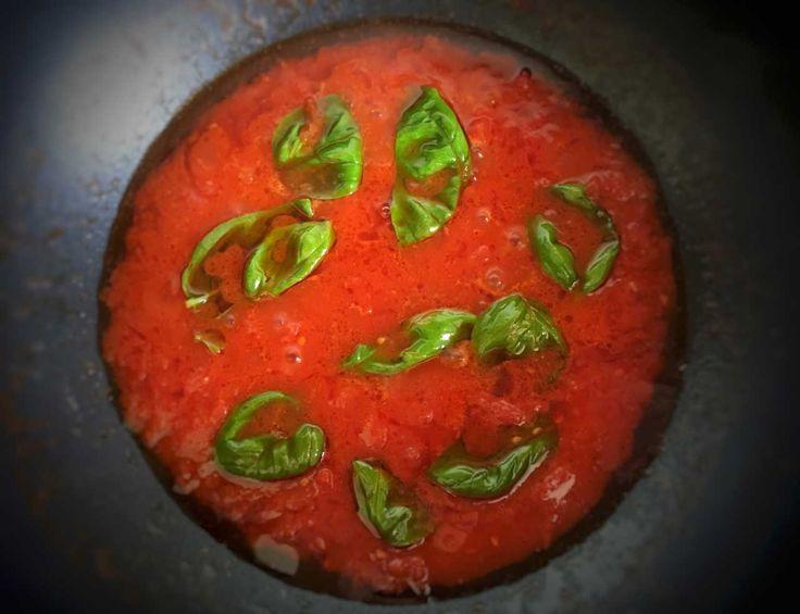 Соус из помидора с базиликом Итальянская кухня рецепты Средиземноморская диета Средиземноморская кухня #паста