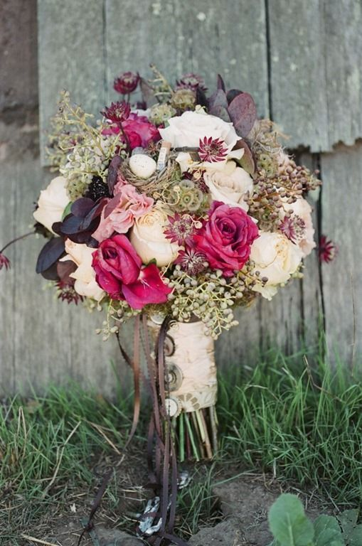 This natural bouquest by Tricia Fountaine designs is perfect for a rustic wedding!