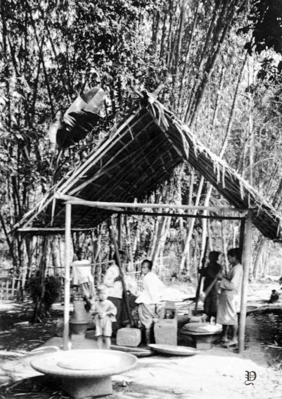 Menumbuk Padi Mungkin Di Sebuah Kampung Di Surabaya Sekitar 1924 Surabaya Sejarah Indonesia
