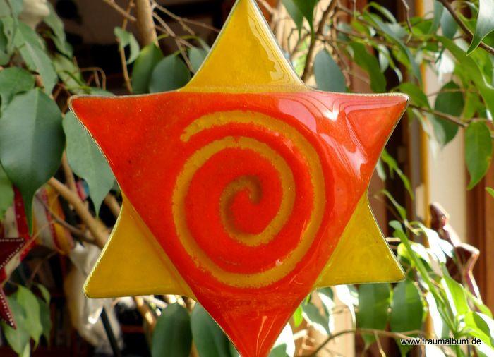 In der 19 Runde von Spiralen ohne Ende zeige ich euch einen bunten Blumenstecker aus Plexiglas mit einer Spirale in der Mitte