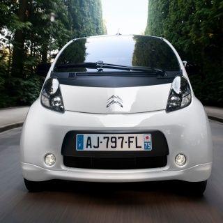 Citroen C-zero Elektrische auto. Vergelijk deze C-zero op yushift met andere hybride en elektrische auto's op actieradius / range, kosten, acceleratie en bijtelling. Wil je een proefrit of kosten berekening voor de C-zero? Vraag deze op bij ons op yushift.
