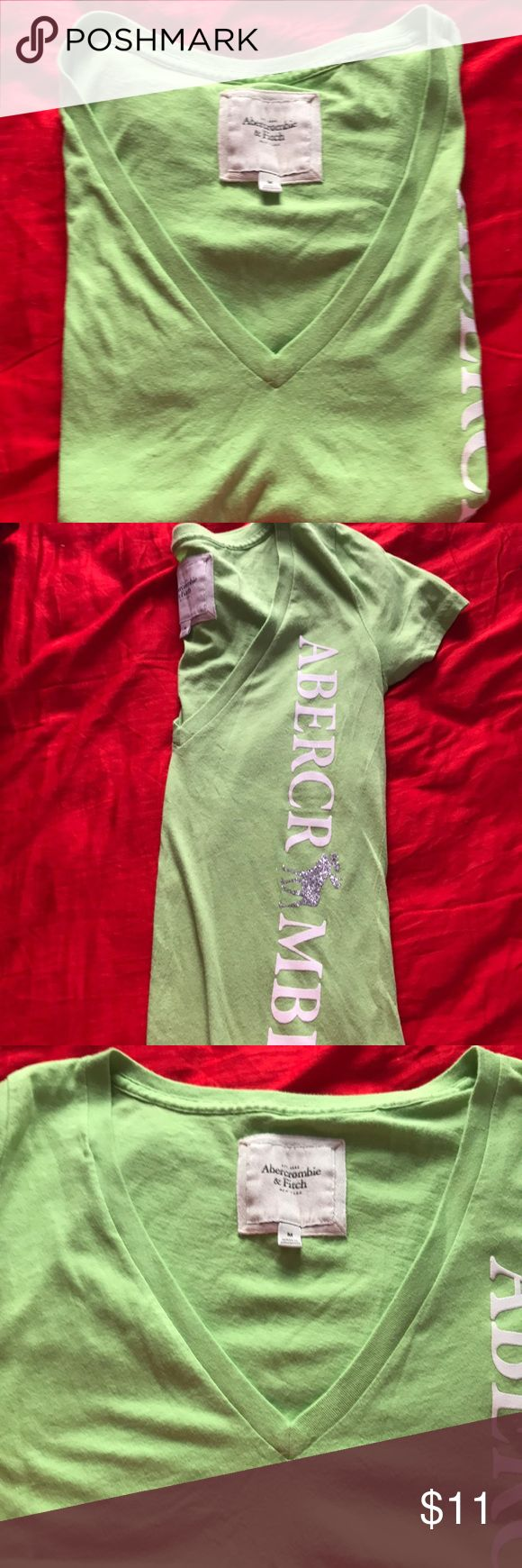 Cute Abercrombie T-shirt Nice greeen T-shirt in great shape Abercrombie & Fitch Tops Tees - Short Sleeve