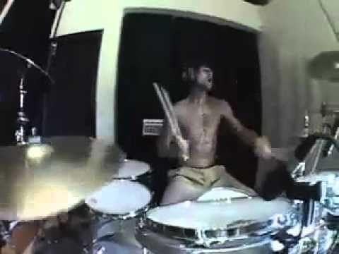 Travis Barker - (Remix) Soulja Boy - Crank That SMASHED...travis is so the shit