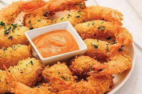 ¿Te gustan los mariscos? Entonces sin duda alguna debes probar estos deliciosos camarones empanizados con coco y salsa de mango.