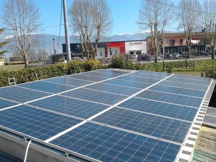 Grazie ai nostri pannelli fotovoltaici produciamo l'energia che ci occorre direttamente dal sole!