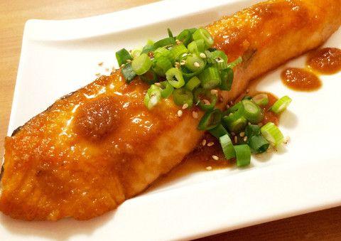 ムニエルやホイル焼きなどの定番メニューもいいけど、いつもと違う「鮭」料理を楽しんでみませんか?