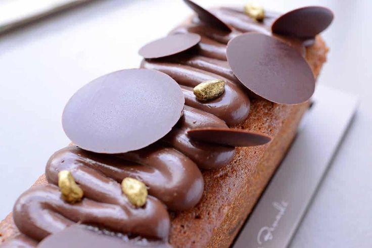 """La saison """"chocolat pistache"""" continue avec le gâteau de voyage qui décline cette semaine cette saveur fétiche ! Seulement à la Boutique de Gourmandises #NicolasBernardé #PâtisserieDuSamedi #PDS #dessert #cake #gourmand #gourmet #teatime #Frenchpastry #pistache #pistachio #chocolat #chocolate #chocolatelover #chocoaddict #Paris #ParisIsAlwaysAGoodIdea #French #hiver #winter #gâteau #LaGarenne #Colombes #LaDefense #Neuilly #Courbevoie #Levallois #Instafood #goûter #noglu #sansgluten…"""