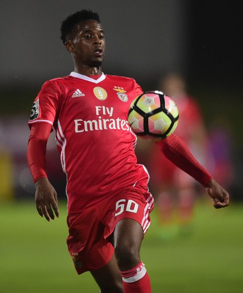 Benfica's defender Nelson Semedo controls the ball during the Portuguese league football match Rio Ave FC vs SL Benfica at the Rio Ave FC stadium in Vila do Conde on May 7, 2017. / AFP PHOTO / MIGUEL RIOPA
