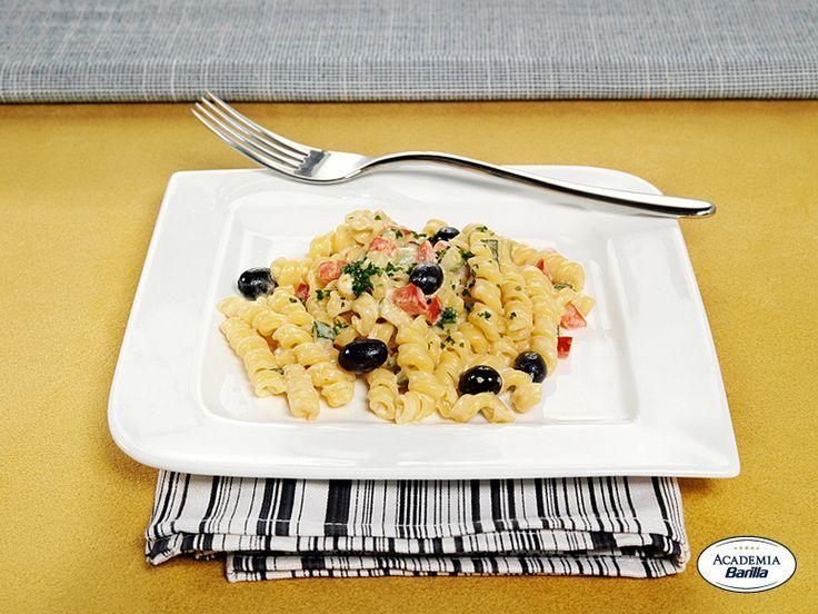 Torchietti con peperoni, zucchine e olive taggiasche