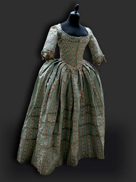 Round gown ca. 1770's - 80's From Reine des Centfeuilles