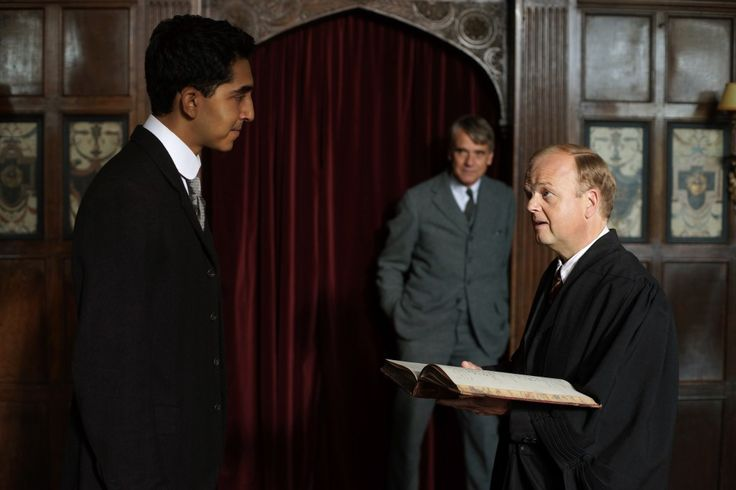 Ramanujan (Dev Patel) a confronto con il saggio prof. Littlewood (Toby Jones) il cui destino (e la I Guerra Mondiale) lo porterà ad abbandonare provvisoriamente la cattedra
