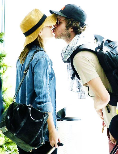 Leighton Meester and Adam Brody-- one of the cutest celebrity couples!