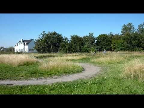 Prøv minicross hos Aroc. Genial aktivitet til et polterabend arrangement. Se mere på lokalblokken.dk