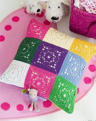 La almohada de los motivos cuadrados