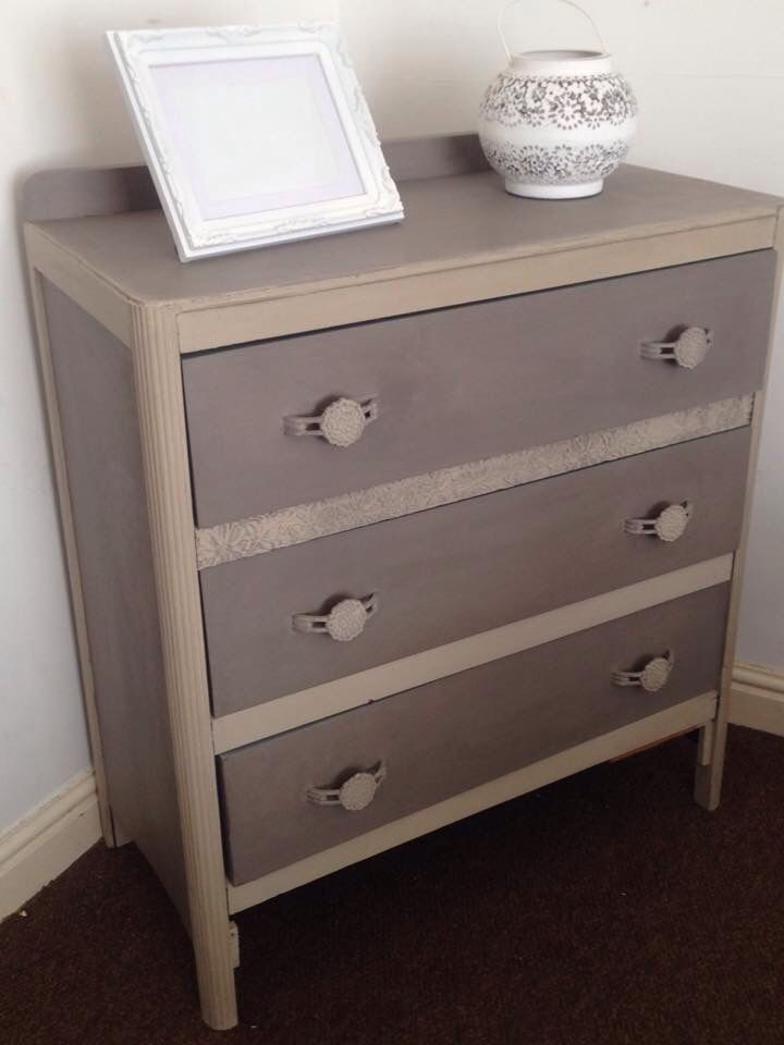 Chest Of Drawers. Painted mainly in French Linen with Country Grey outlines. Inside of the drawers was painted in Duck Egg. Beautiful contrasts. Wonderful and fun piece to work on.