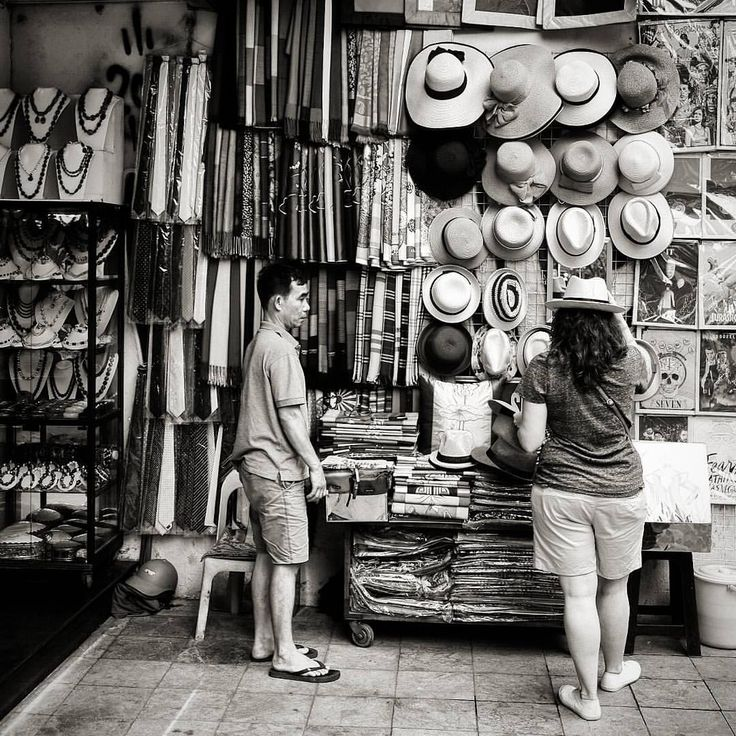 Shopping in Old Quarter, Hanoi #vietnam #hanoi #blackandwhite #travel #travelgram #backpacker